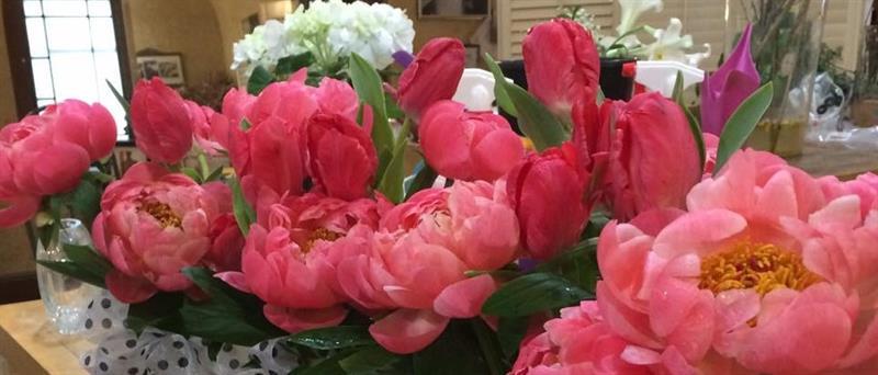 Mari's Flowers Wine Gifts
