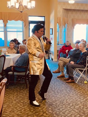 Gallery Image Elvis_2.jpg