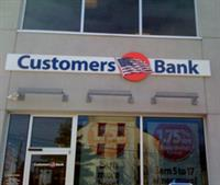 Gallery Image customers-bank.jpg