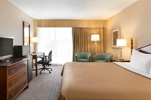 Gallery Image 07845_Travelodge-Belleville-1-King-Bed-Room_1154551.jpg