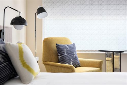 Gallery Image mcotu-king-guestroom-3118-hor-clsc.jpg
