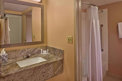 Gallery Image mcoce-bathroom-0073-hor-clsc.jpg
