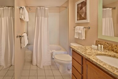 Gallery Image mcots-bathroom-0078-hor-clsc.jpg