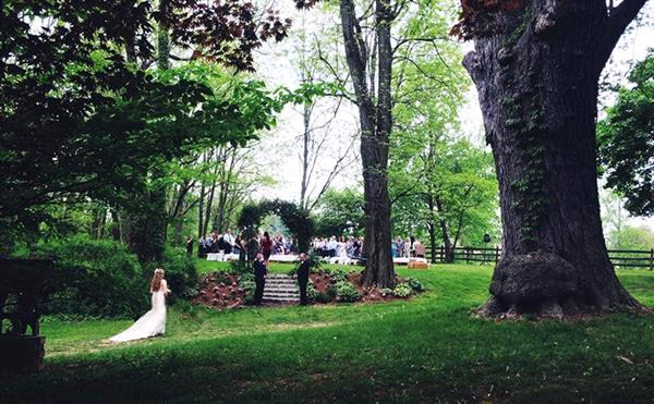 Plan the perfect country wedding at Fairwinds Farm in an intimate, shaded outdoor setting!