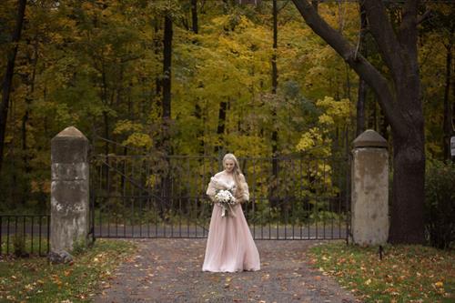 Gallery Image HudsonSt_Bride_FrontGate.jpg