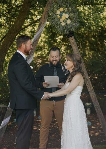 Gallery Image rochester-ny-backyard-elopement-41.jpg