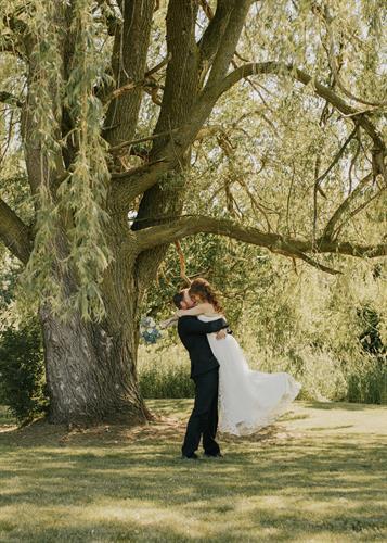 Gallery Image rochester-ny-backyard-elopement-68.jpg