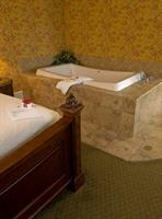 Jacuzzi in the Mark Twain Suite