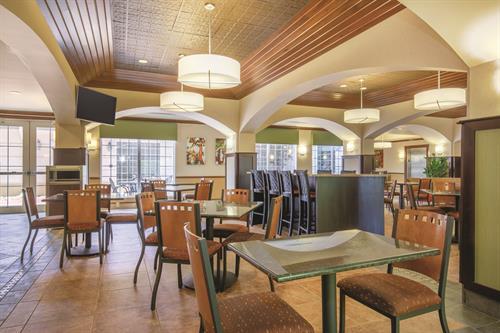 Breakfast Area / Complimentary Buffet Breakfast