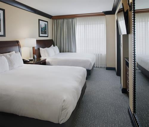 DoubleTree Suites by Hilton Bentonville- Queen Suite