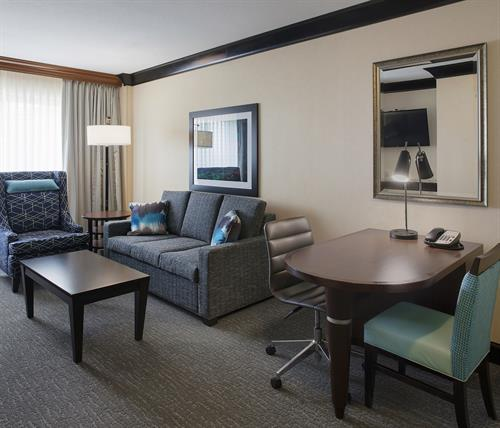 DoubleTree Suites by Hilton Bentonville- Suite
