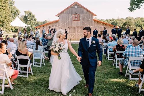 Wedding on top lawn