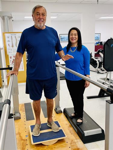 Physical Therapist Ochie Dominguez with a patient