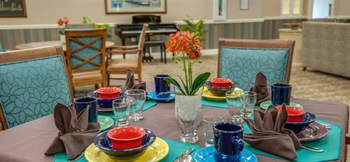 Gallery Image Dining-at-our-memory-care-facility-in-Lawrence.jpg