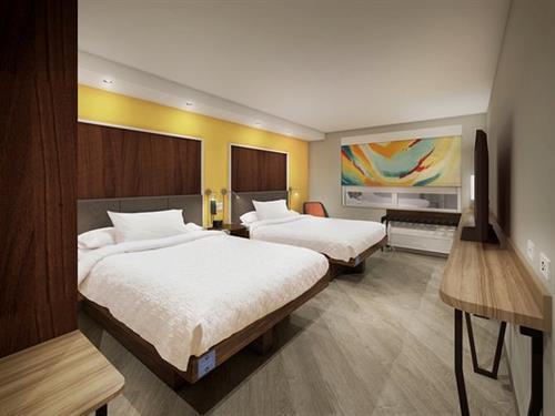 Gallery Image standard-2-queen-beds(1).jpg