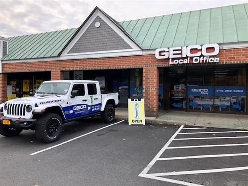 Gallery Image Jeep_Gladiator_at_Local_Office_Albany_1770.jpg