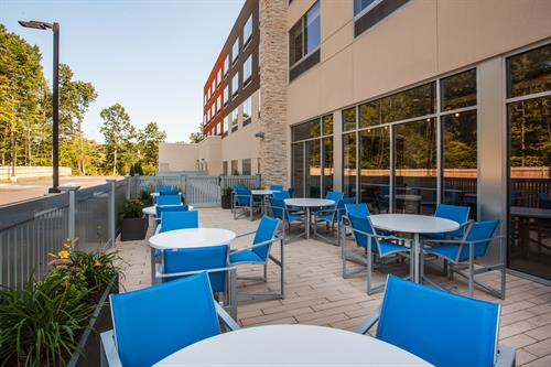 Outdoor Dining Patio off Lobby
