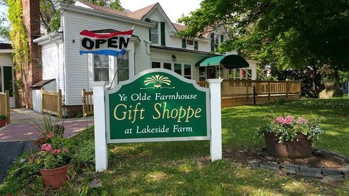 Lakeside Farm Country Store, Restaurant, and Garden Center