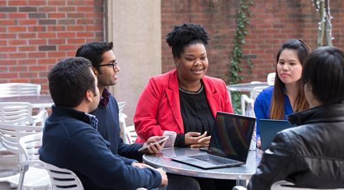 Gallery Image students_group_work.jpg