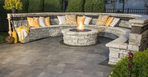Rivercrest Sitting Wall & Fireplace with Umbriano Patio.