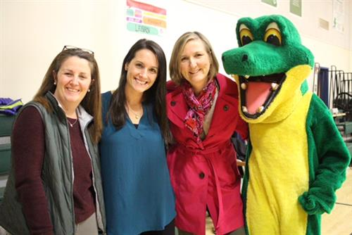 MHMS Staff with mascot Gary the Gator