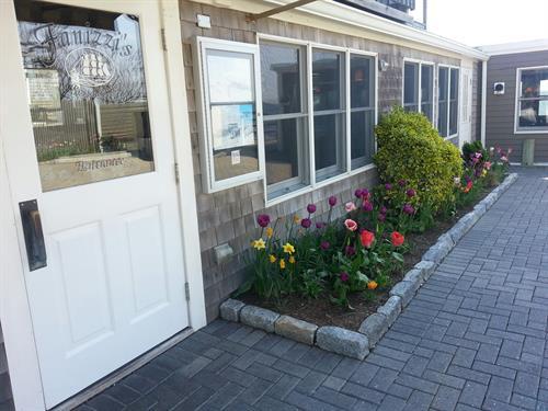 Gallery Image spring_flowers_door_2014.jpg