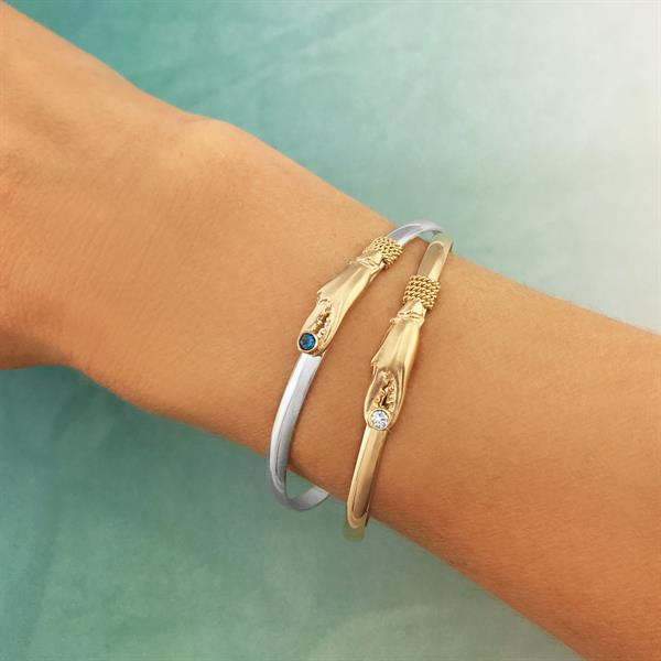 Gallery Image Crab_claw_bracelets.jpg
