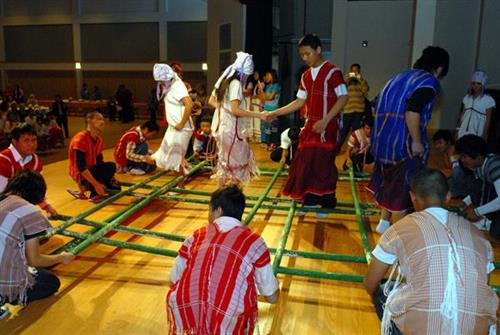 Bamboo pole dance (Burma)