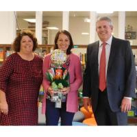 Edward Jones Financial Advisor Dan Roberts partnered with PIE to award gift card to Liz Phillips teacher at A.H. Bangert Elementary