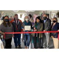 The Chamber Welcomed Teal Feather Shoppe with a Grand Opening / Ribbon Cutting!