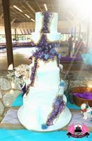 Kintsugi geode wedding cake in amethyst