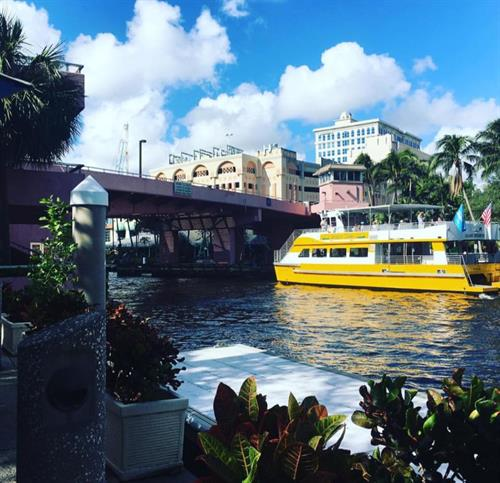 Gallery Image DOUBLE_DECKER_WITH_TROPICAL_FOREGROUND.jpg