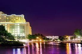 Gallery Image Riverside_Hotel_at_night_on_river.jpg