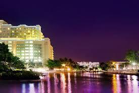 Gallery Image Riverside_Hotel_at_night_on_river.jpg