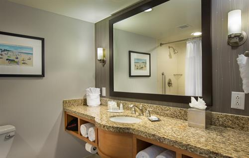 Gallery Image CY-FLLCO-King_Room_Bathroom.jpg