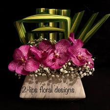 2-Lips Floral Design