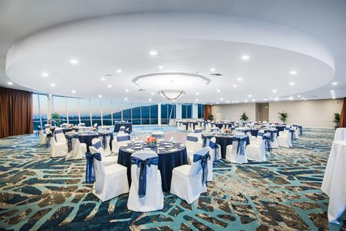 Top of the harbor room
