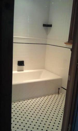 2nd floor bathroo,