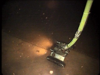 ROV cleaning of water storage tank, while tank remains in service