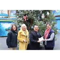 Mystic Aquarium Spreads Holiday Cheer to Salvation Army of New London County