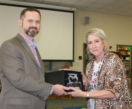 Presenting the 2018-2019 Elementary Teacher of the Year Award - CISD