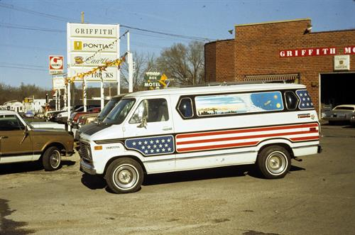 Cool van from the 1970s - Boulevard Location