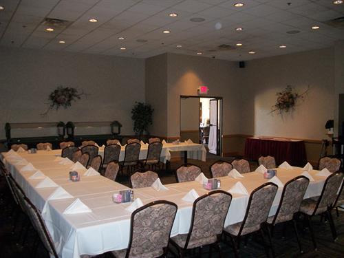 Gallery Image HCG-NEK_Banquet_Room.jpg
