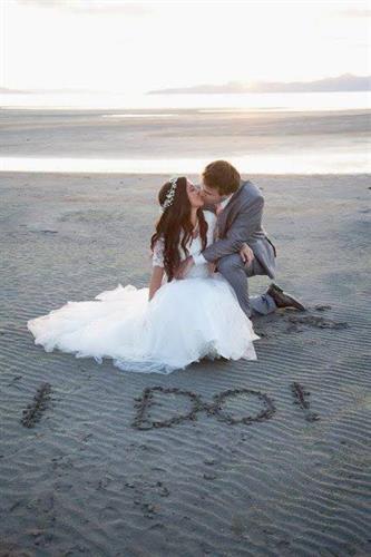 Gallery Image t40_1514819740108-60436bf5dabe1bb62cd7b9426220bcd5--beach-wedding-ph.jpg