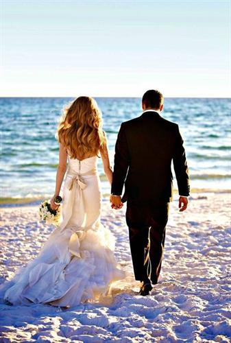 Gallery Image t40_1514819751855-d3b80392a177c6bae8ad39d2bb97ff8a--beach-wedding-gr.jpg