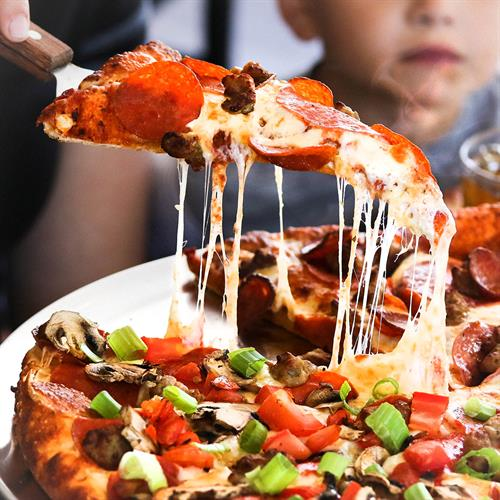 Round Table Pizza Newberg.Round Table Pizza Clubhouse Pizza Resturant Chamber Chehalem