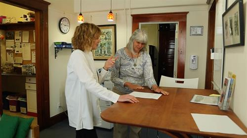 Gallery Image 223_Jill_and_pam_talking2.jpg