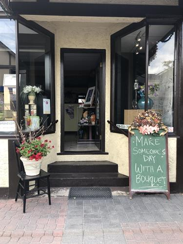 Store Front - Carls Flower Company Summerland location