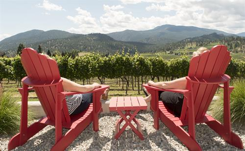 Comfy_Chairs_at_Thornhaven_Estates_Winery_Summerland