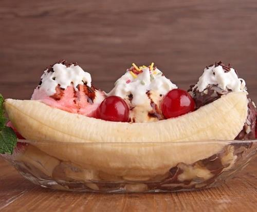 Banana split, sundaes and brownies alamode to go.